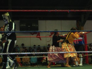 Some cholitas and other fighters battling it out